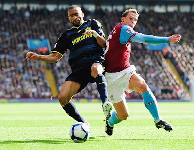 Jose Bosingwa of Chelsea battles with Stephen Warnock of Aston Villa during the Premier League match between Aston Villa and Chelsea at Villa Park on October 17, 2009 in Birmingham, England.