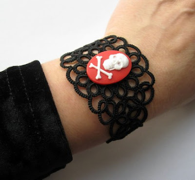 tatted bracelet, tatting, tatted jewelry, tat