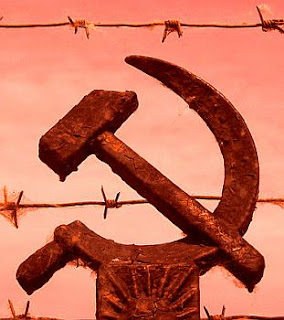 http://4.bp.blogspot.com/_UNk_6XhKms4/ScXbAgESsBI/AAAAAAAAG7s/tMGFomr6Ckw/s320/comunismo+alambre+pua.jpg