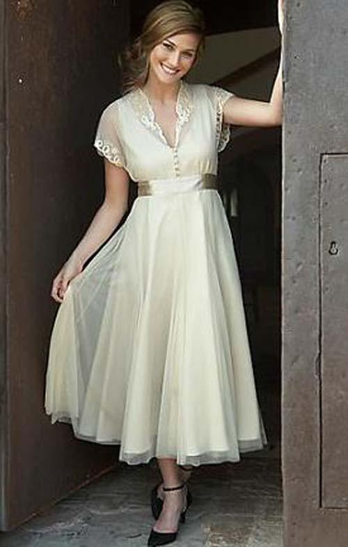 vintage wedding dress with sleeves. vintage wedding dress with