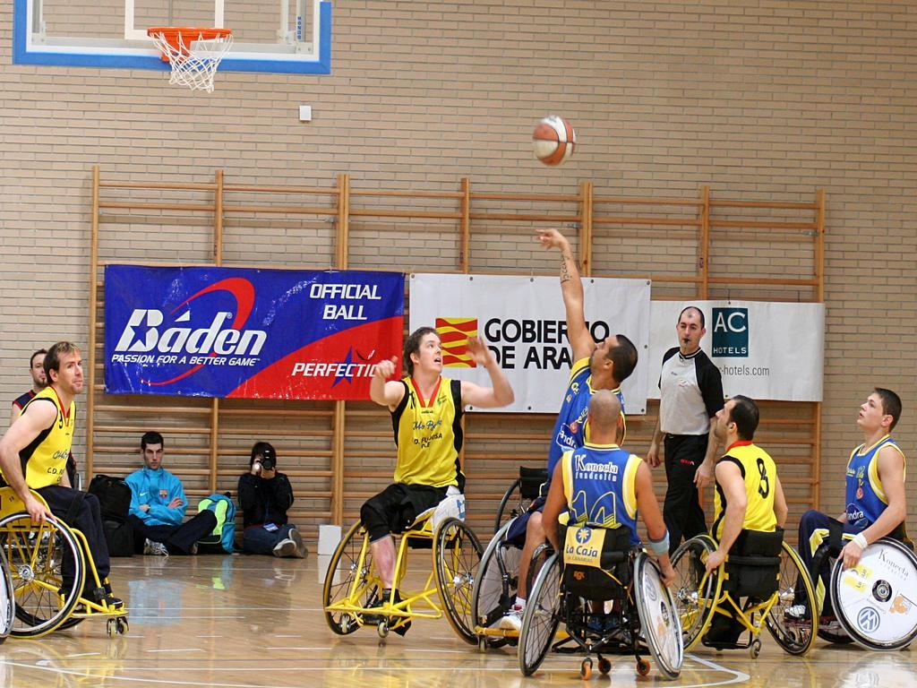 Deporte actual el baloncesto va sobre ruedas - Deportes en silla de ruedas ...