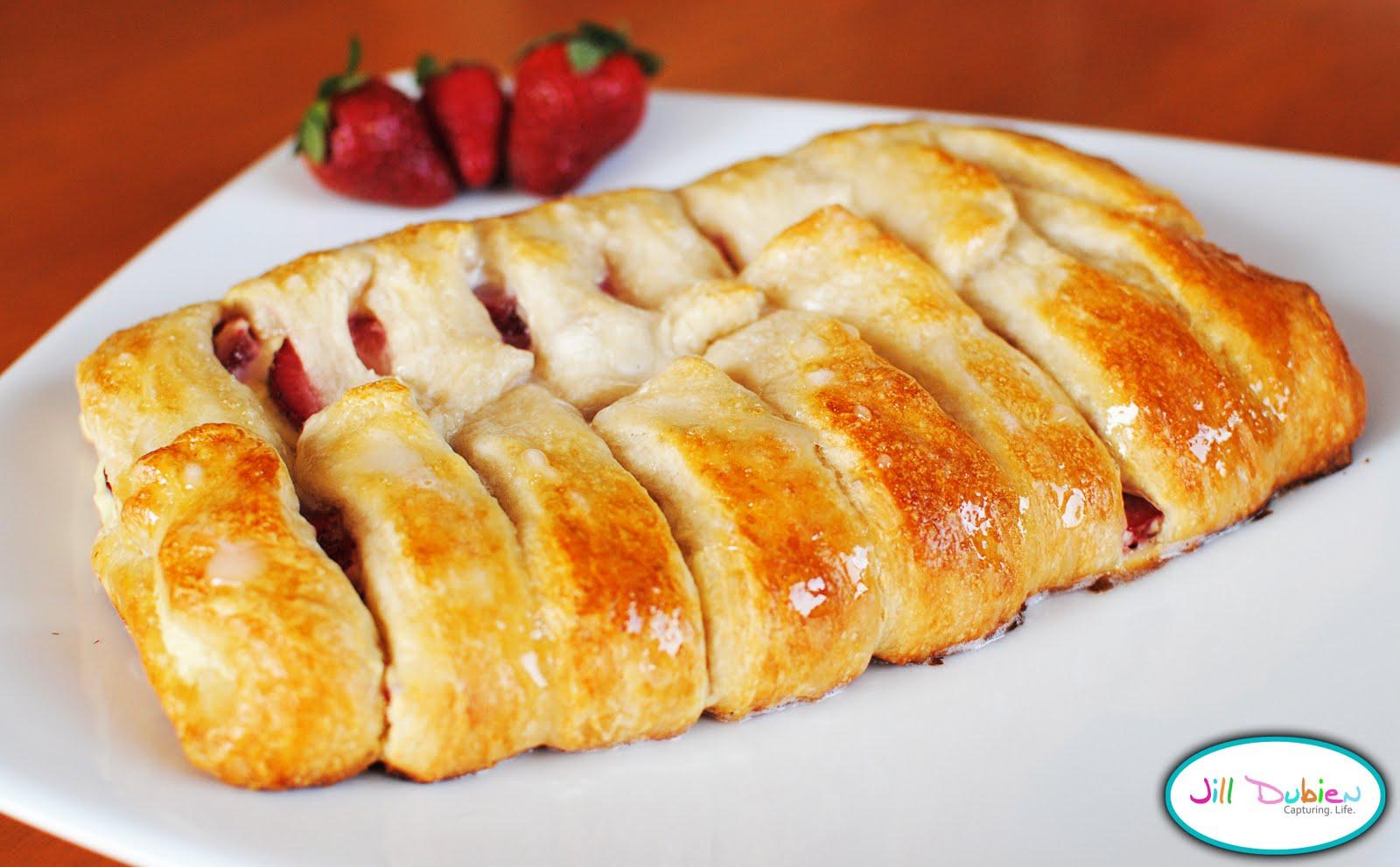 easy strawberry cream cheese danish | Meet the Dubiens