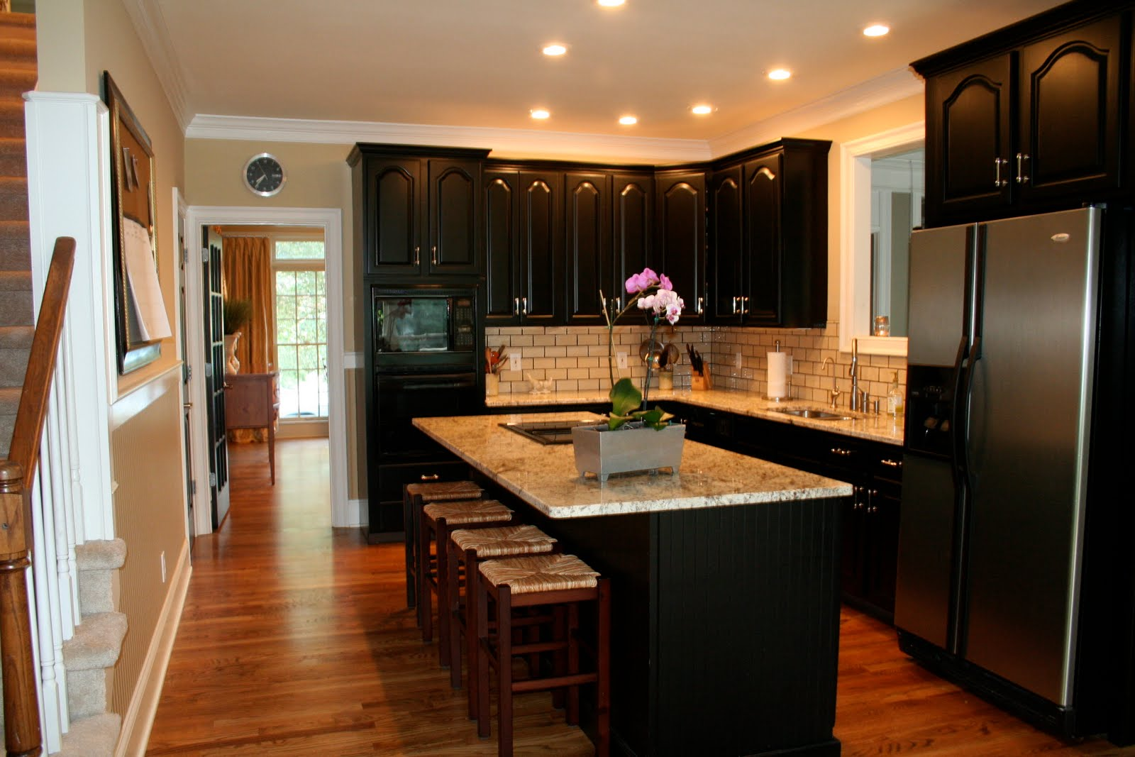 Black Kitchen Cabinets With Black Countertops Kitchen Ideas - Brown and black kitchen designs