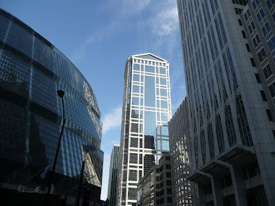 L'edifici d'oficines R.R. Donnelley, de 49 plantes i un total de 204 metres d'alçada, projectat per Ricardo Bofill el 1992.