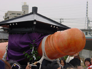 2.5m wooden phallus at Tagata Jinja Hounen Masturi