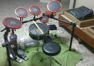 Olgun cengiz one step closer to 12 piece drum set finally i am one step closer to my do it yourself diy drum set i assembled the drum kit frame and put the drum pads on it i made some changes on the solutioingenieria Images