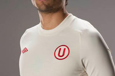 Camiseta oficial y alterna de Universitario de Deportes 2011