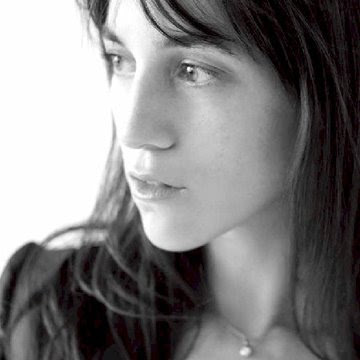 http://4.bp.blogspot.com/_UWMa8EAJdSI/SmU3OAKEMjI/AAAAAAAAESs/bKyrinkaeC0/s400/Charlotte+Gainsbourg+02.jpg