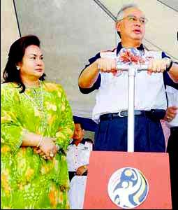 [Rosmah+Najib-blast.jpg]