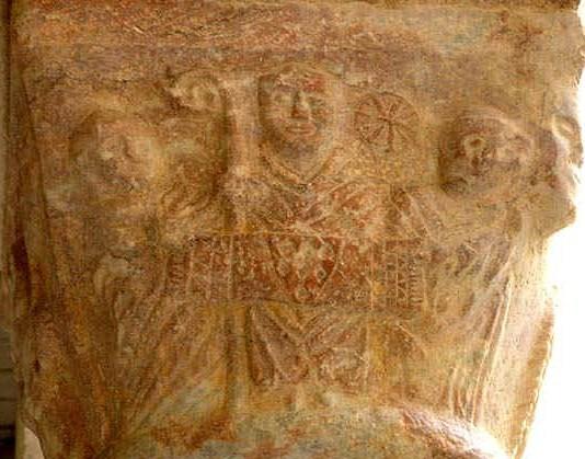 Capitello abbate Avril de Saint Genis Burey Anjou , con l'arma avita dei duchi d'Anjou  Plantagenet