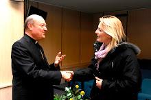 Monsignor Ravasi e la dott.ssa Kathrin von Hohenstaufen ,ematologo