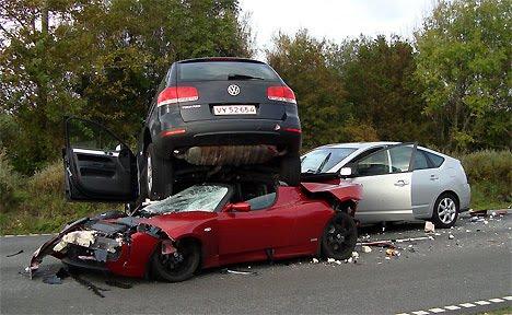 [Roadster+versus+Prius]