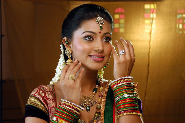 Vidiyal Movie Sneha Still 1
