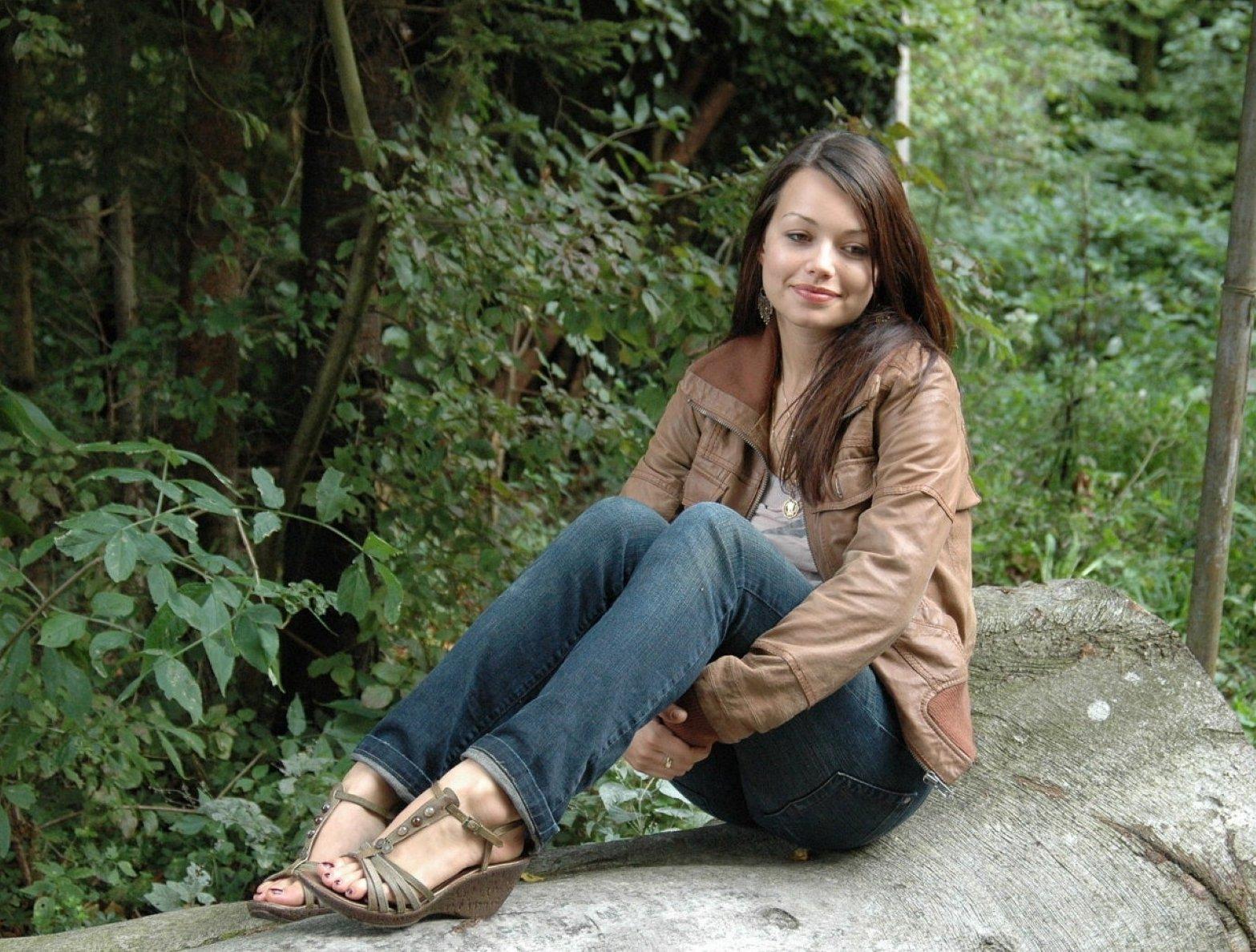http://4.bp.blogspot.com/_UaLWp72nij4/S6u9wRqdFOI/AAAAAAAAFMk/OCTqQrXmRZE/s1600/cosma-shiva-hagen-feet.jpg
