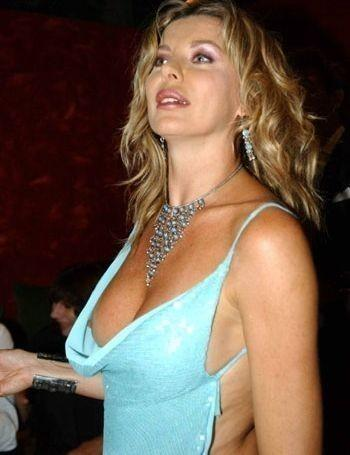 Celebrity Breasts on Alba Parietti Bra Size  Celebrity Breast And Cup Size