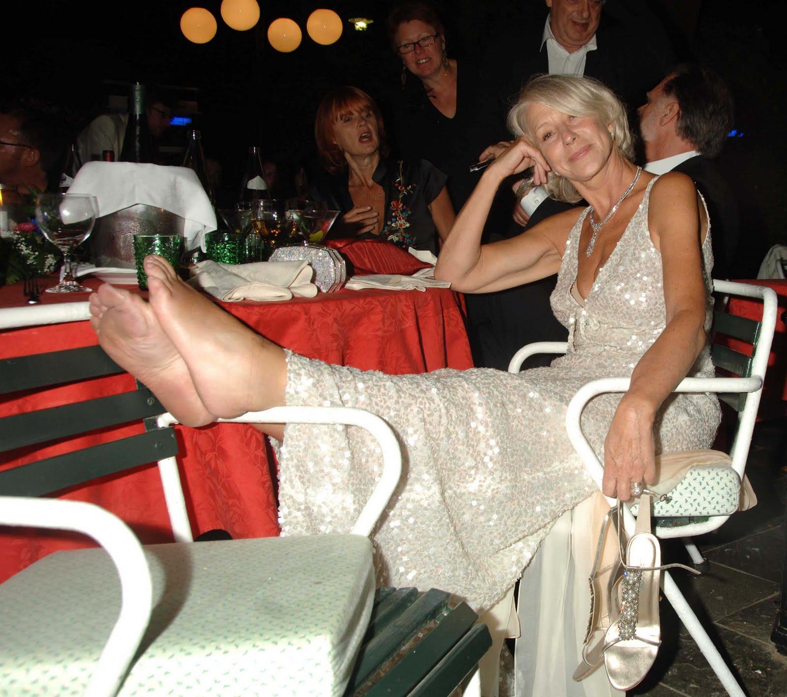 http://4.bp.blogspot.com/_UaLWp72nij4/S89V0lYQNXI/AAAAAAAAIG4/dp6EyZYFVlI/s1600/helen-mirren-feet-2.jpg