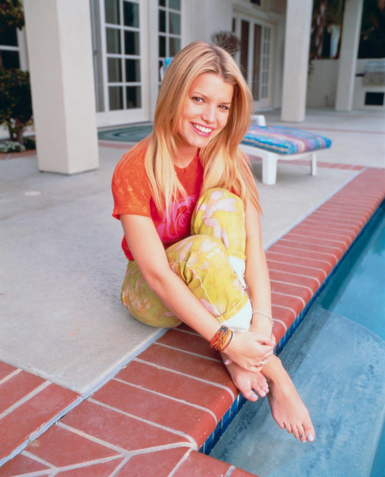 http://4.bp.blogspot.com/_UaLWp72nij4/S98nZBjmoVI/AAAAAAAAJZA/qm4XEW08BrY/s1600/jessica-simpson-feet-2.jpg