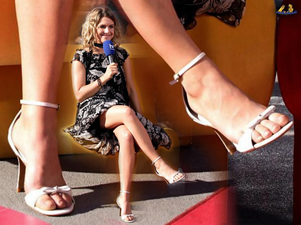 http://4.bp.blogspot.com/_UaLWp72nij4/S9dC9S35J4I/AAAAAAAAIwA/ChILkyCzI64/s1600/jeanette-biedermann-feet-4.jpg