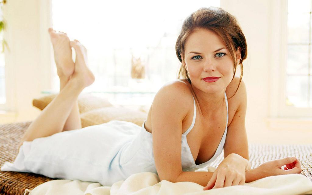 Halle beauty blog jennifer morrison feet for Jennifer morrison tattoo