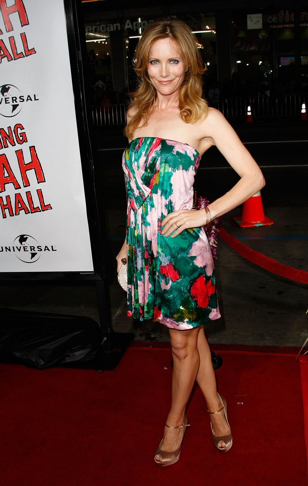 Bigfoot celebrity leslie mann feet leslie mann is a fantastic american actress featured in movies such as cable guy knocked up and funny people voltagebd Gallery