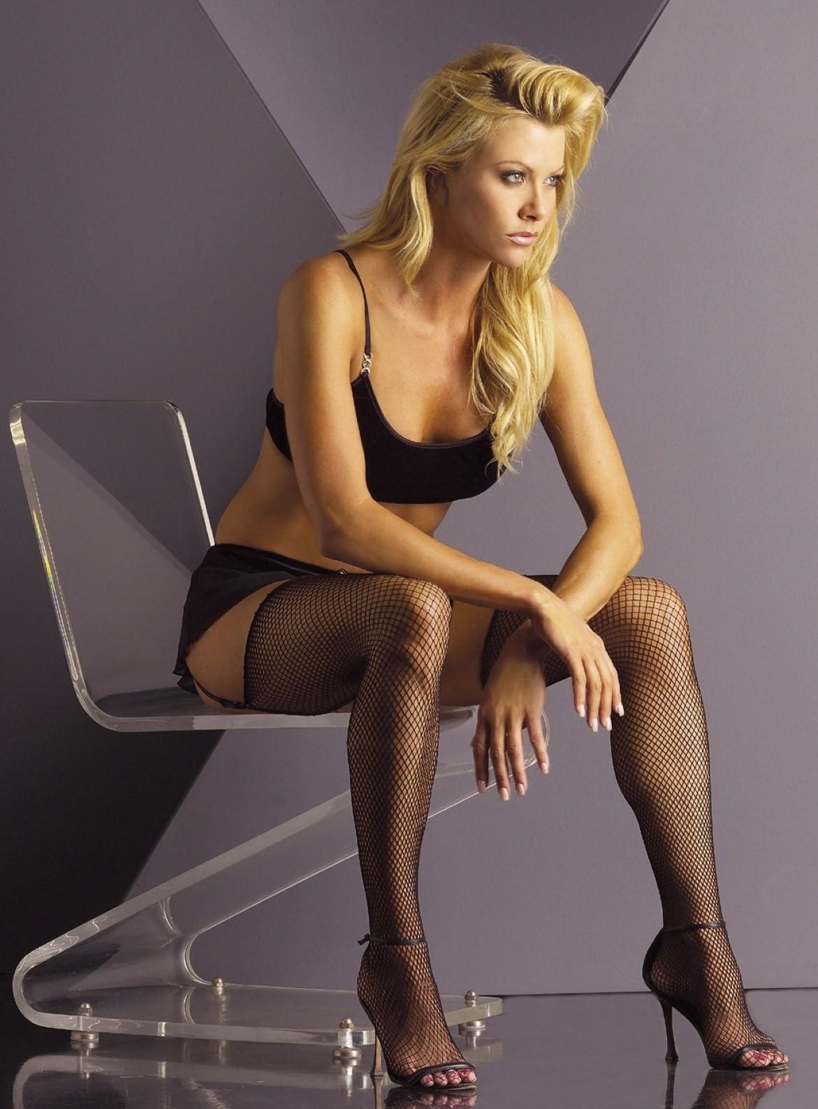 http://4.bp.blogspot.com/_UaLWp72nij4/S_bs-YUW0sI/AAAAAAAAMJE/6lL22oI0RQQ/s1600/lisa-dergan-feet-3.jpg