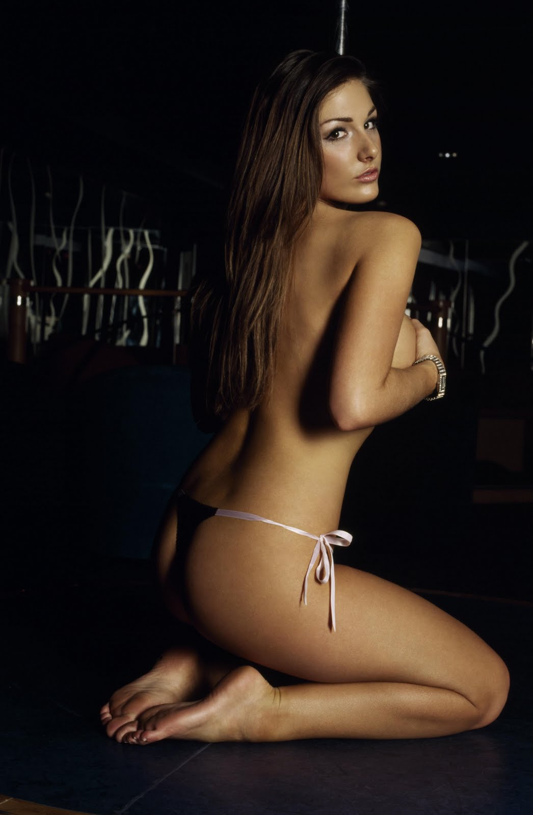 http://4.bp.blogspot.com/_UaLWp72nij4/S_wtd5t-vnI/AAAAAAAAMkk/c0wEXwnVbpY/s1600/lucy-pinder-feet-2.jpg