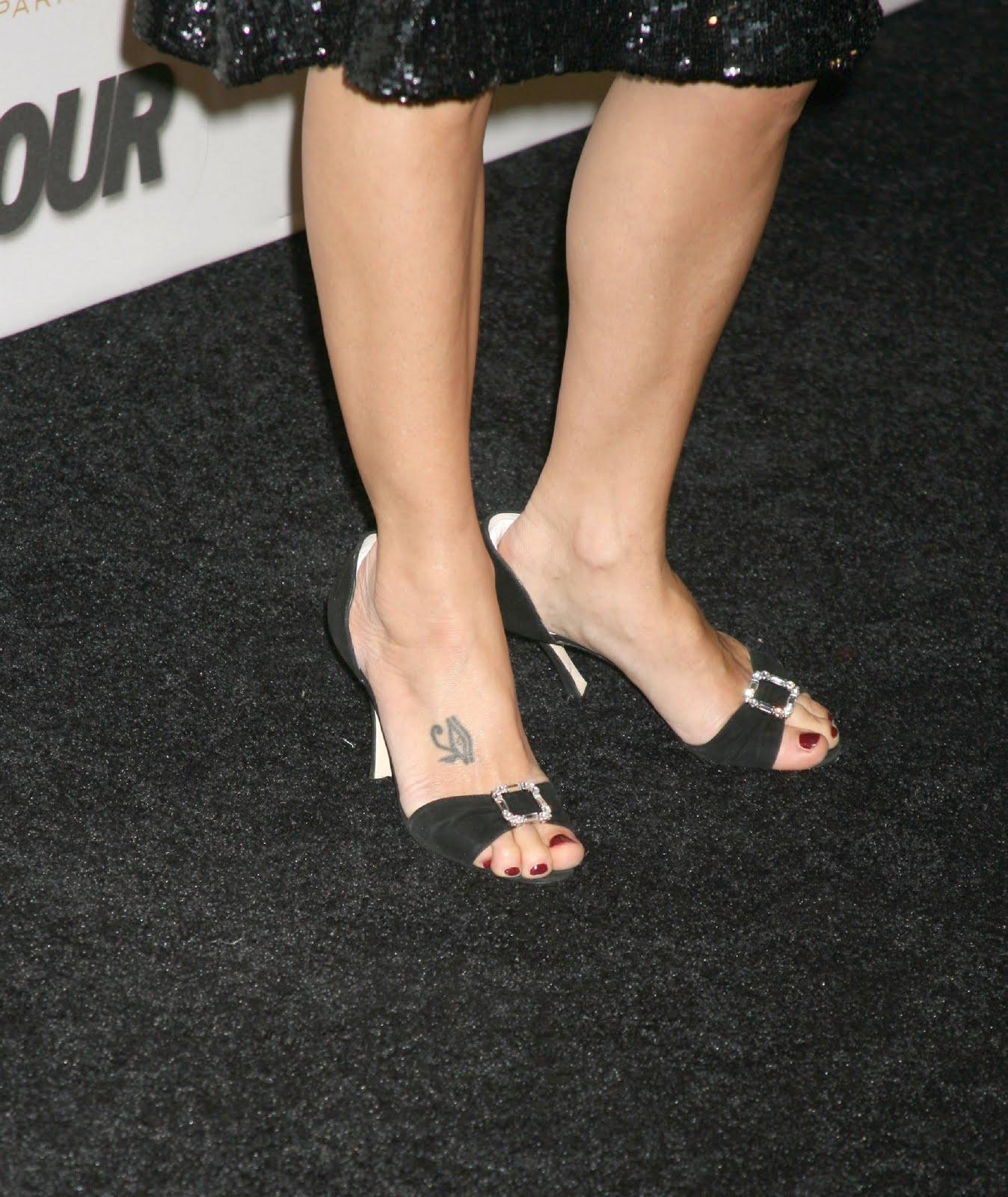 http://4.bp.blogspot.com/_UaLWp72nij4/TAVvaYg3bYI/AAAAAAAANOg/pb4WSqvG76k/s1600/marisa-tomei-feet-5.jpg