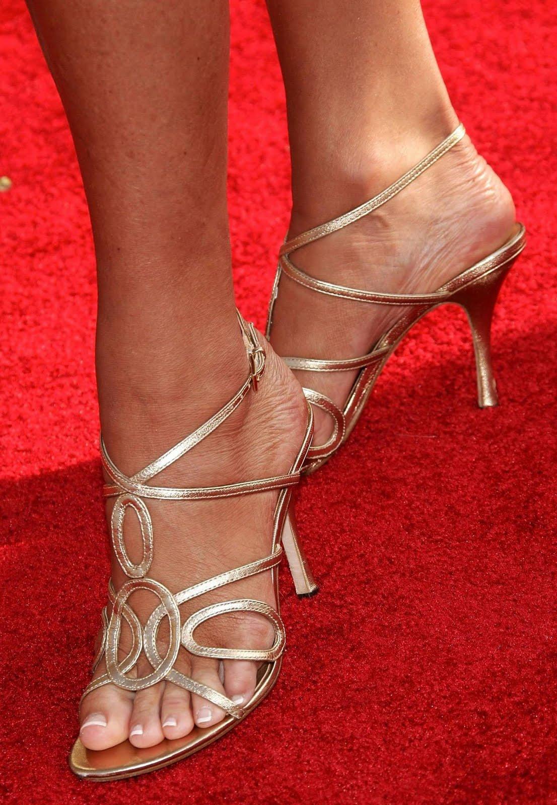 http://4.bp.blogspot.com/_UaLWp72nij4/TBaQmpWVNdI/AAAAAAAAO1o/fP4v7iIIYK8/s1600/nancy-o-dell-feet.jpg