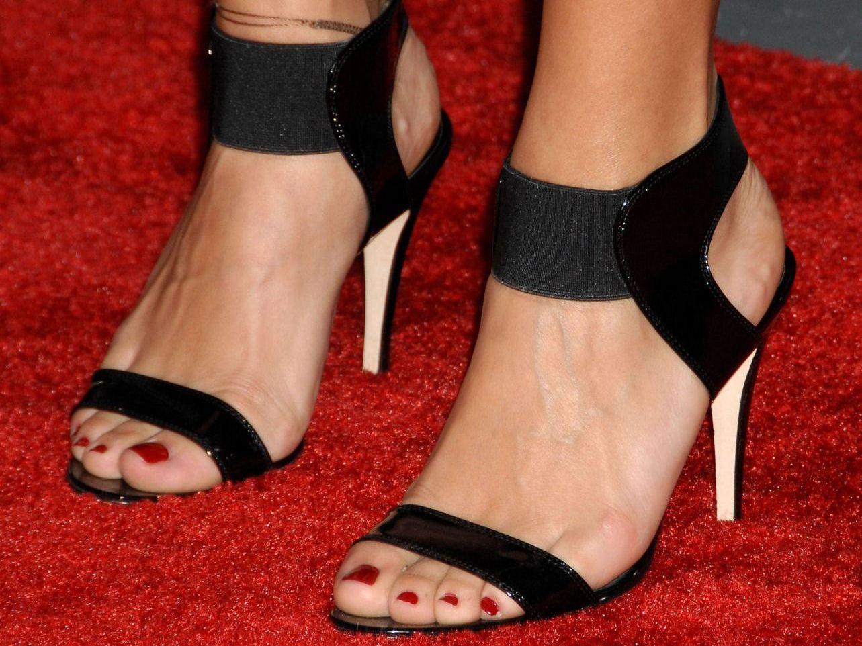 http://4.bp.blogspot.com/_UaLWp72nij4/TCuwibOlktI/AAAAAAAAQTU/EnQmbw1HeAE/s1600/rashida-jones-feet-2.jpg