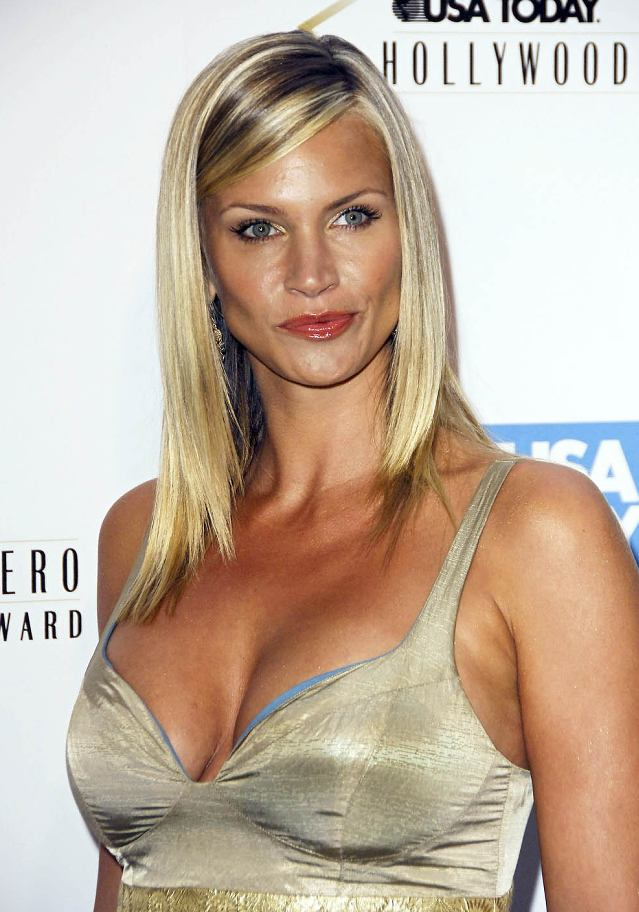 Natasha Henstridge Is A Canadian Fashion Model And Actress Featured