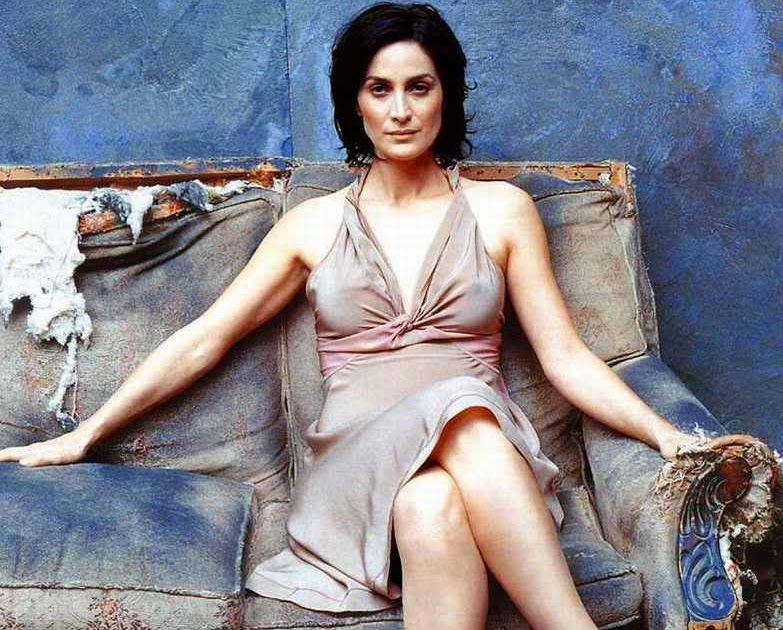 Carrie Anne Moss Shoe Size