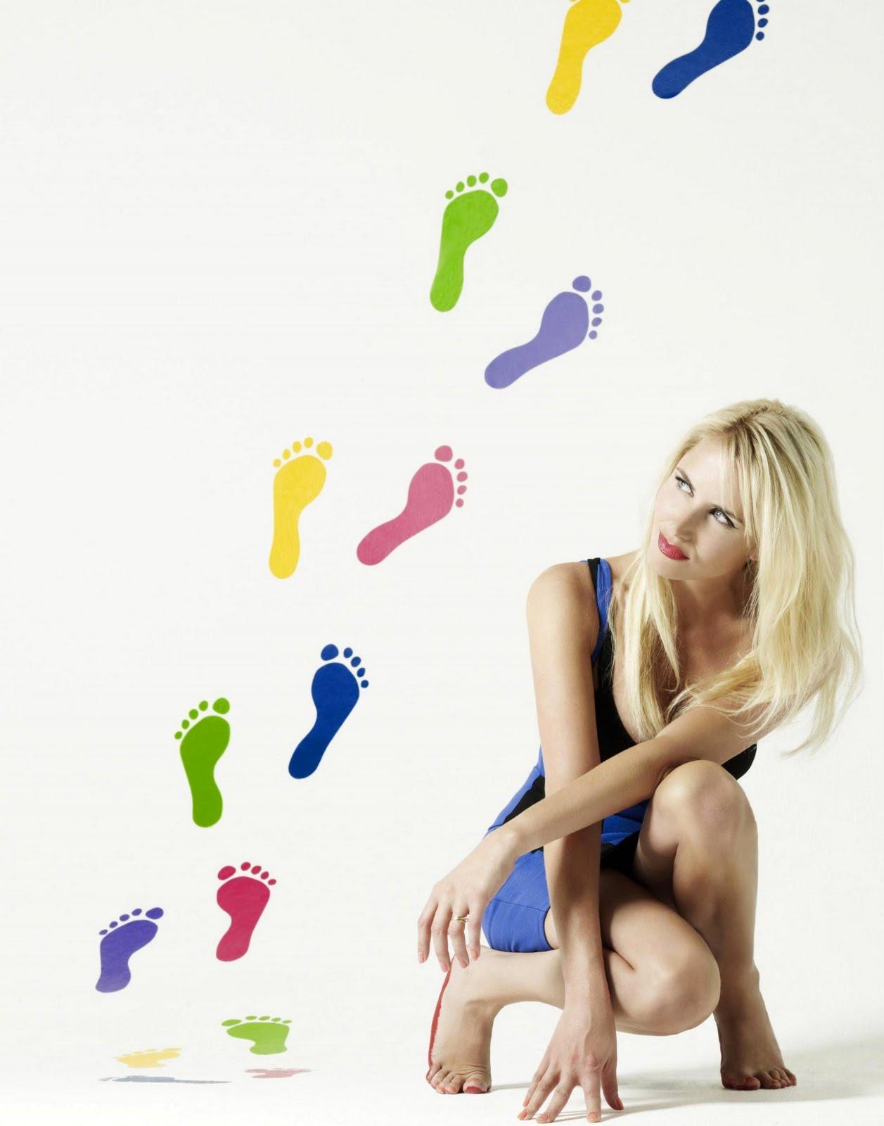 http://4.bp.blogspot.com/_UaLWp72nij4/TFCWMPH9CDI/AAAAAAAASeE/s8_NO2d4ndQ/s1600/tamzin-outhwaite-feet-3.jpg