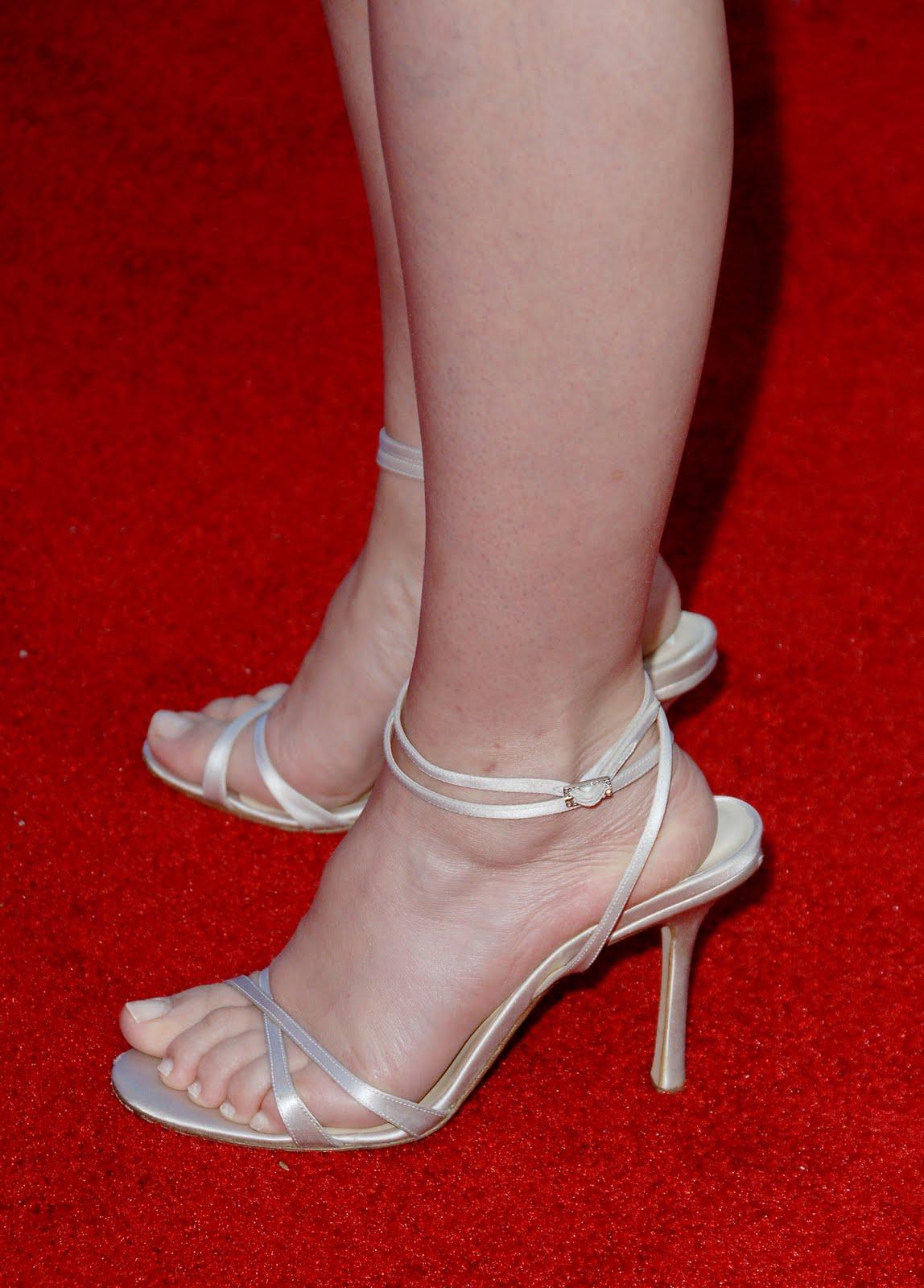 http://4.bp.blogspot.com/_UaLWp72nij4/TGxK063O-tI/AAAAAAAATxM/maAixwM9Ydo/s1600/virginia-madsen-feet-4.jpg