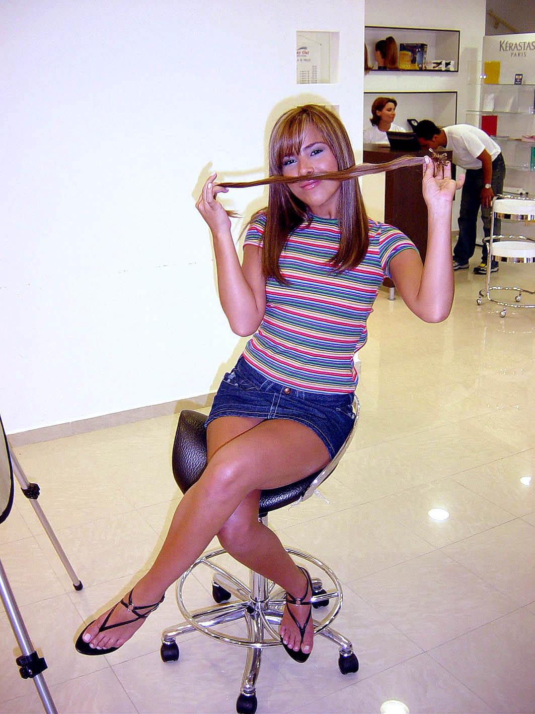 http://4.bp.blogspot.com/_UaLWp72nij4/THbT4GVL4YI/AAAAAAAAUFg/n7XZwHf7ZB0/s1600/wanessa-camargo-feet-5.jpg