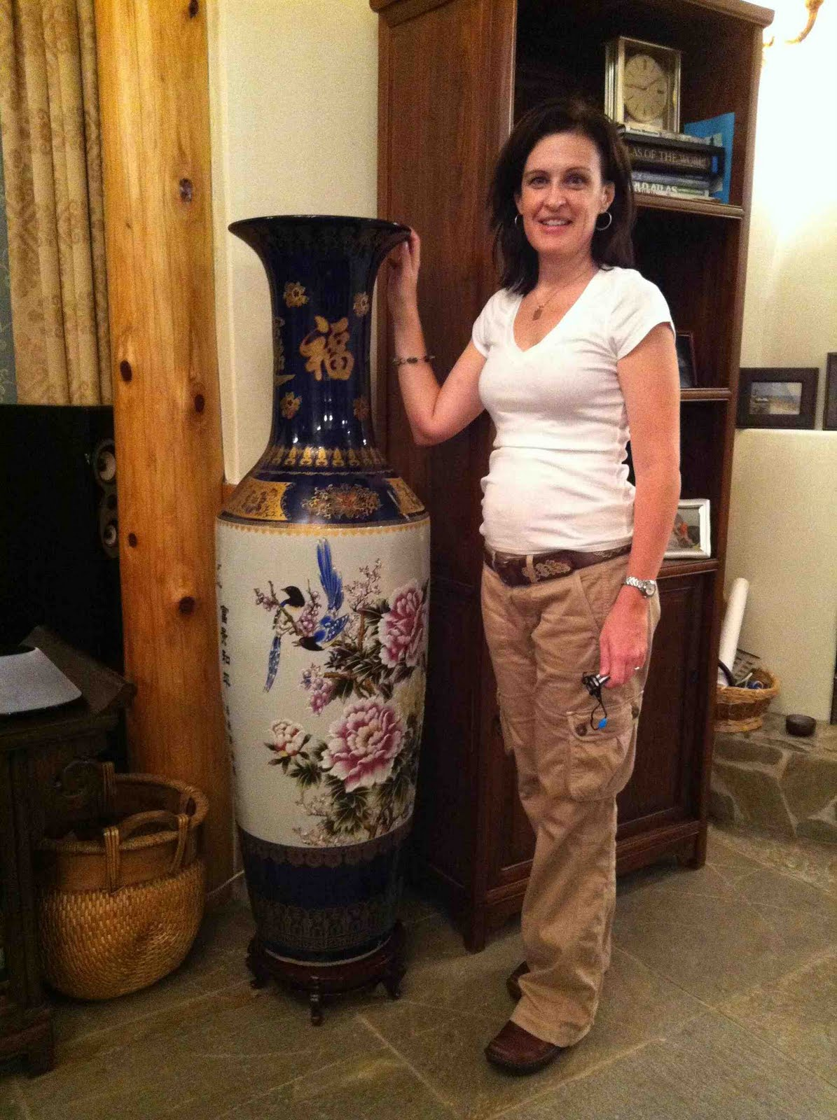 Cazzato family blog september 2010 i bought kathleen a very large chinese vase these are quite common to see around china but until now reviewsmspy