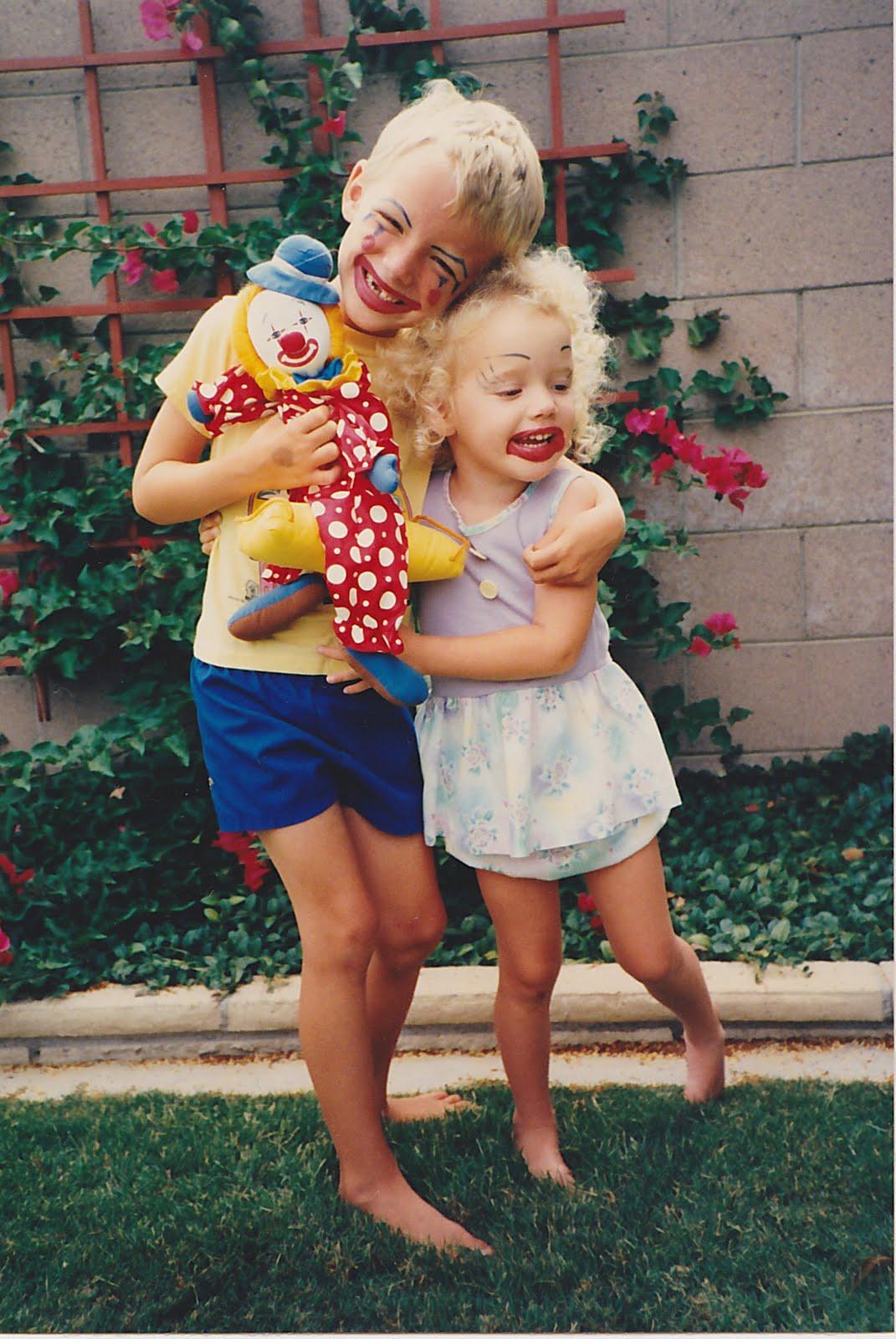 http://4.bp.blogspot.com/_Ucmj2UupKT4/TEPTzxTvFNI/AAAAAAAAAYw/Bhy3j4QwXno/s1600/Cute+Clowns.jpg
