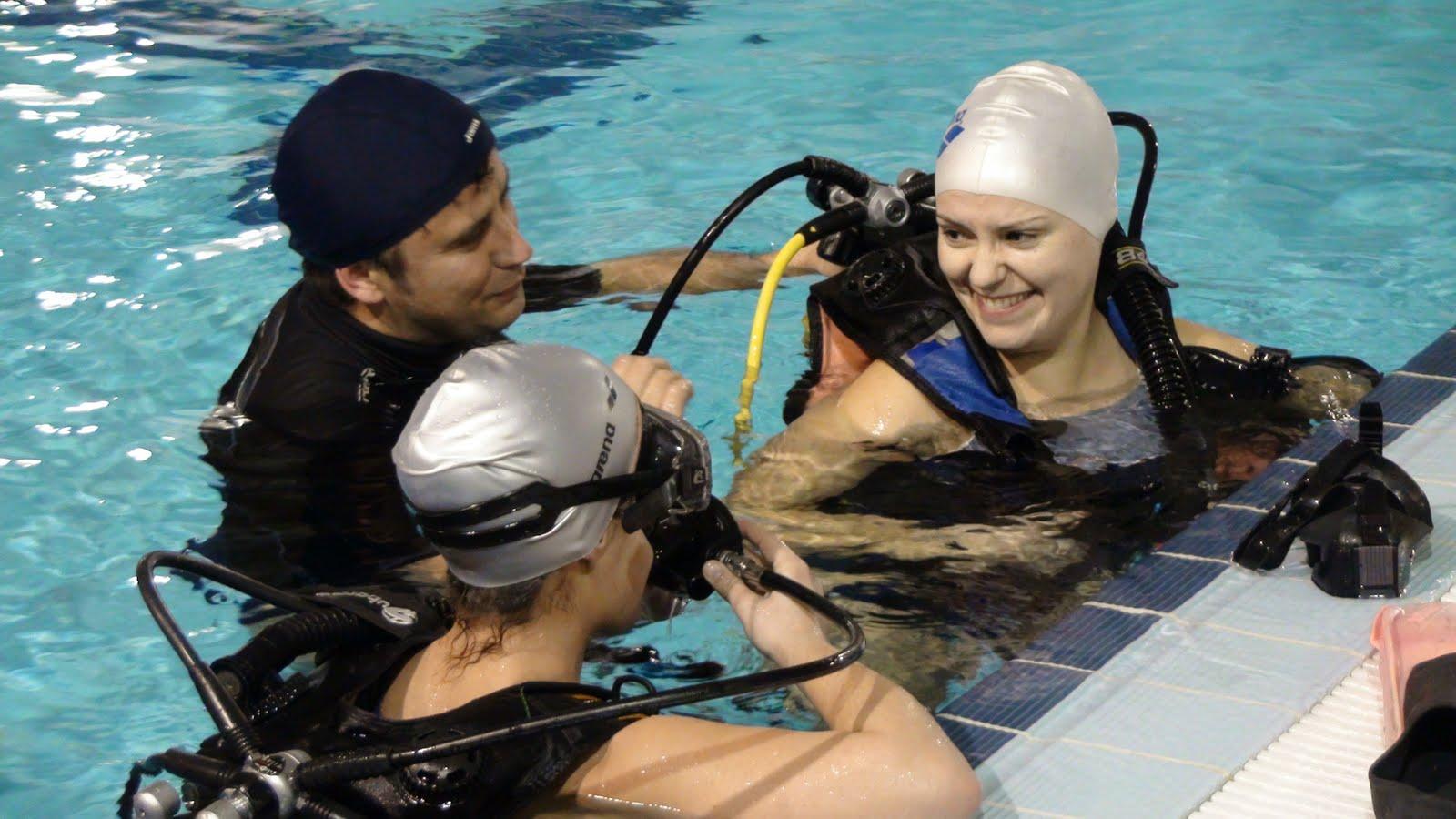 Bomberos en acci n nadadores solidarios for Piscina la almudena