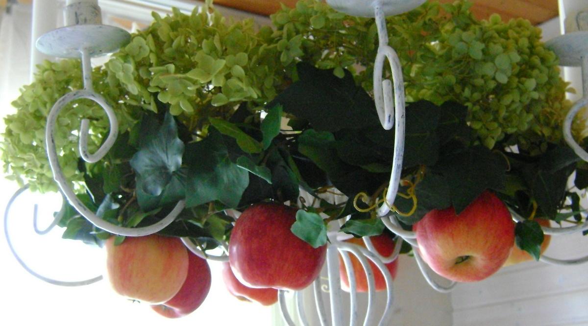 Herbstdeko Hortensien : ... mit Äpfeln, oder der Kranz mit Äpfeln ...