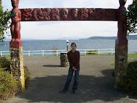 Die Sassi umgeben von Maori-kunst in Taupo