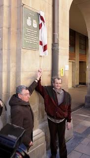 Los alcaldes de Logroño y Zugarramurdi inagurando placa conmemorativa