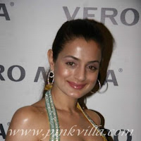 Cute actress Amisha Patel at Vero Moda fashion show
