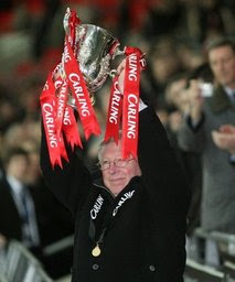 alex ferguson holds carling cup manchester united winners