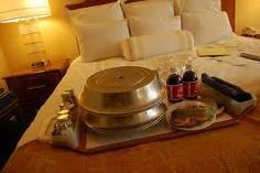 Istilah Room Service di Restoran Itu Apa Sih?