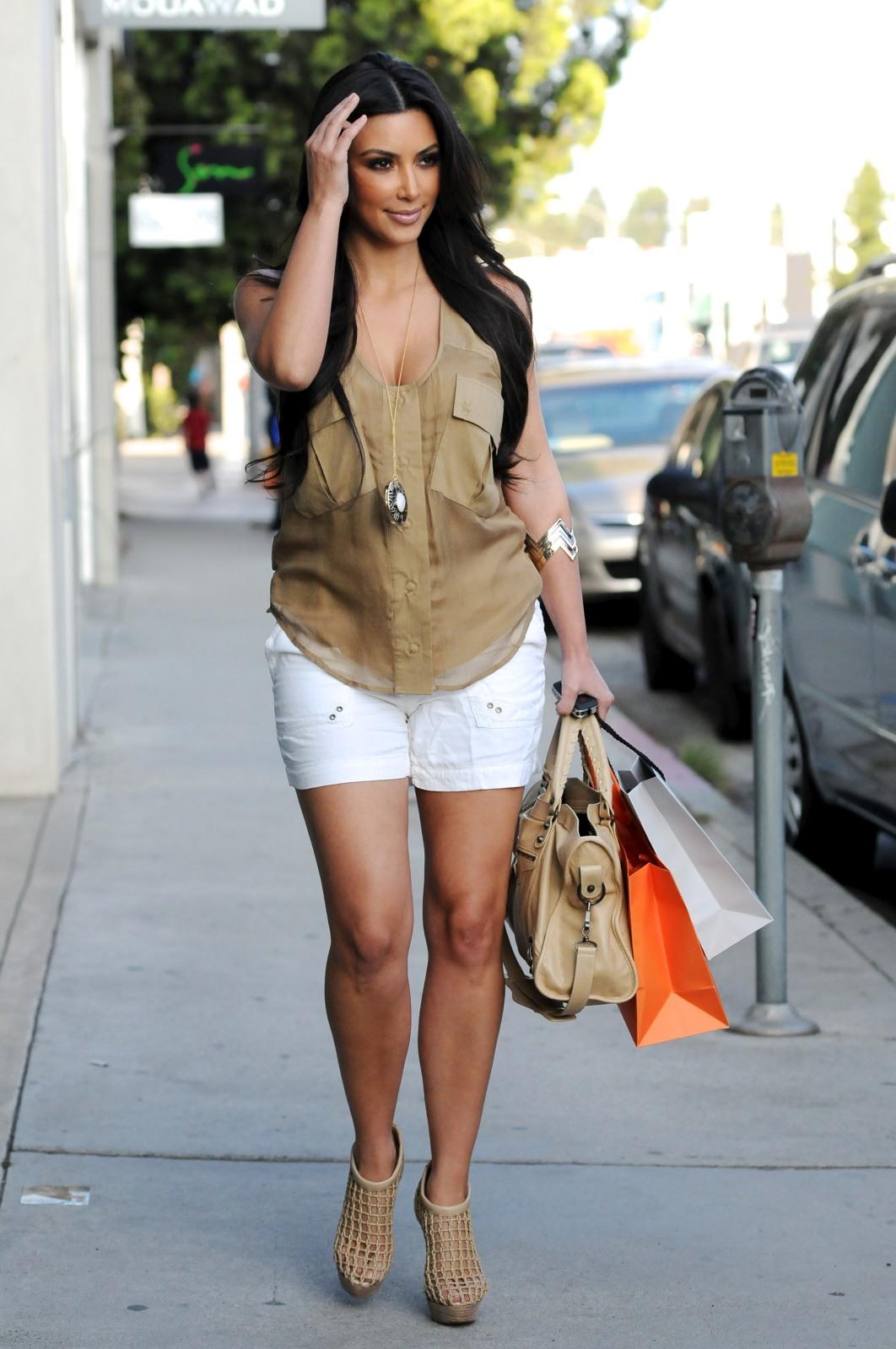 Alison Brie Kim Kardashian Offers Style Tips