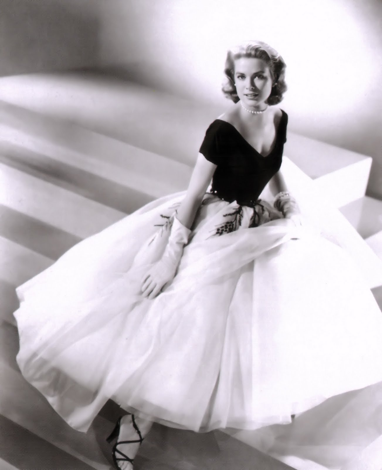l a la land fame fortune and forensics star of the month grace kelly. Black Bedroom Furniture Sets. Home Design Ideas