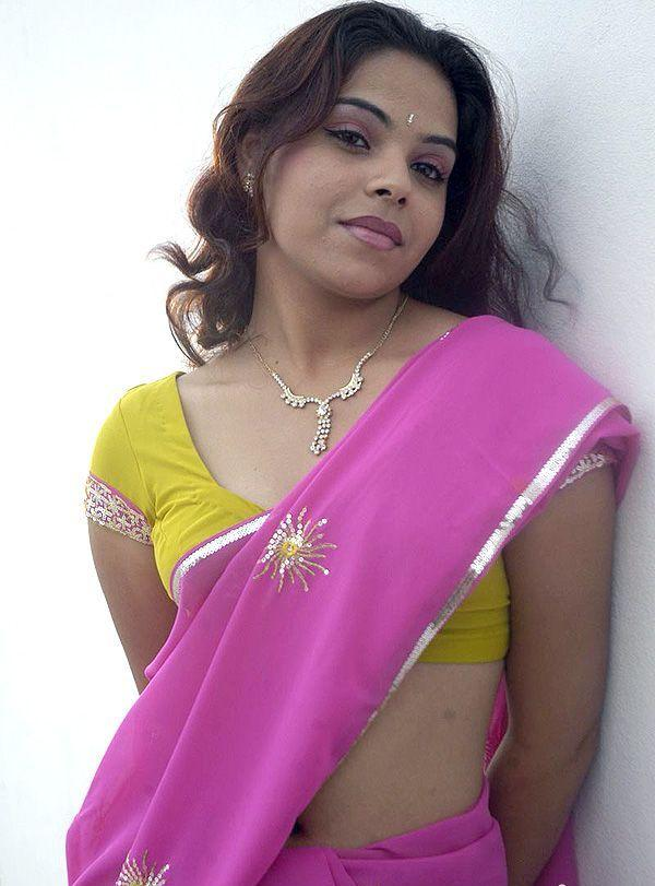 Hot Srilekha Exposing Her Assets In Saree
