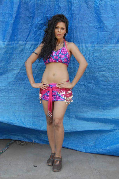 tollywood item girl jyothi raana from the backdrop of shooting spot unseen pics