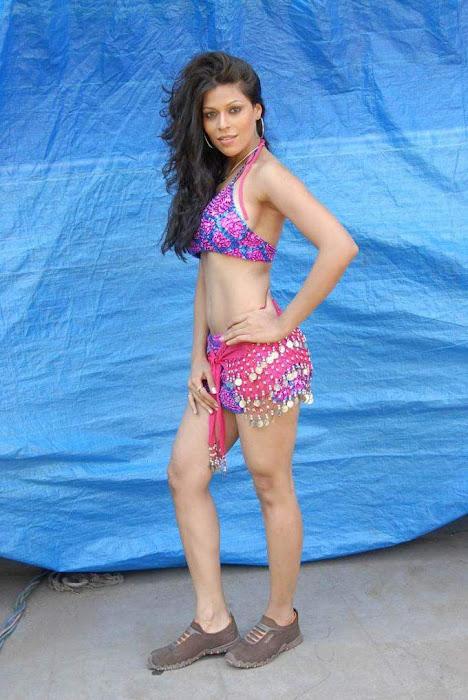 tollywood item girl jyothi raana from the backdrop of shooting spot actress pics
