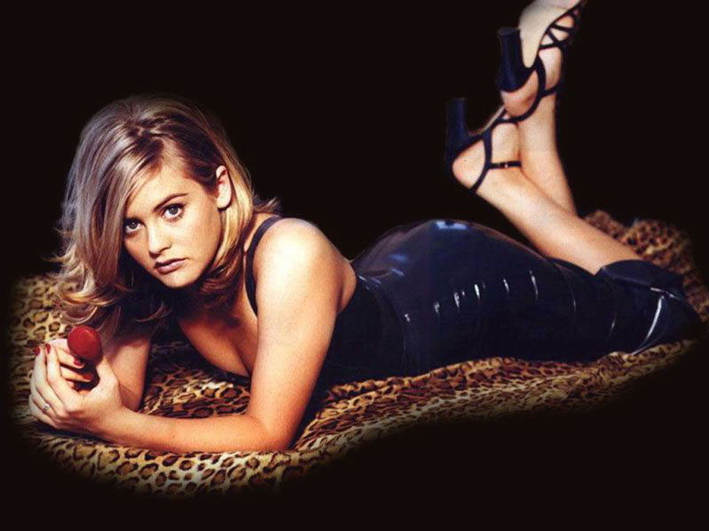 Alicia Silverstone hot