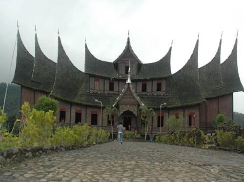 Istana+Pagaruyung.jpg
